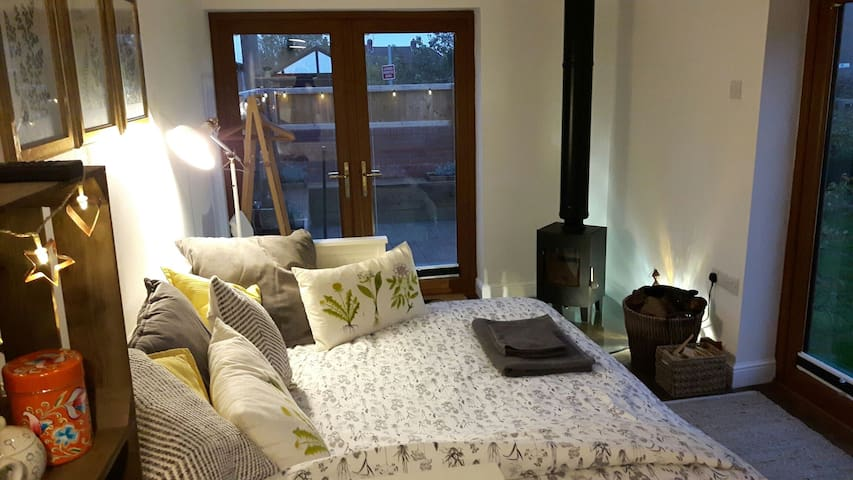 Cosy, self-contained, garden room, private access - Bristol - Apartament