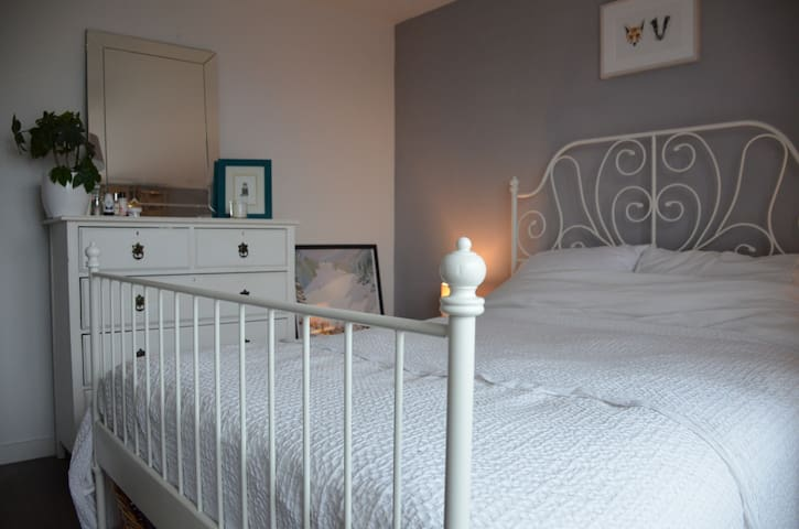 Whole Putney 1-bed Apartment