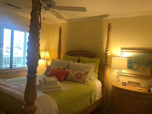 Premium memory form mattress and linens. Four poster queen bed.