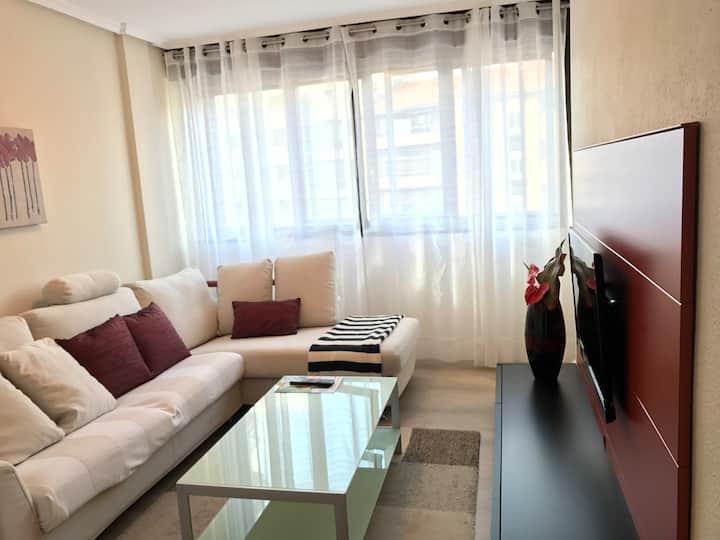 Apartamento céntrico:  Playa 50m, ocio y servicios