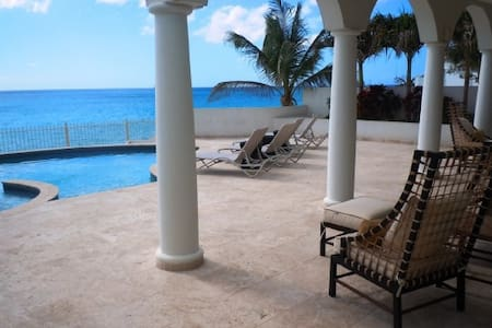 Bahari - Ideal for Couples and Families, Beautiful Pool and Beach - Simpson Bay