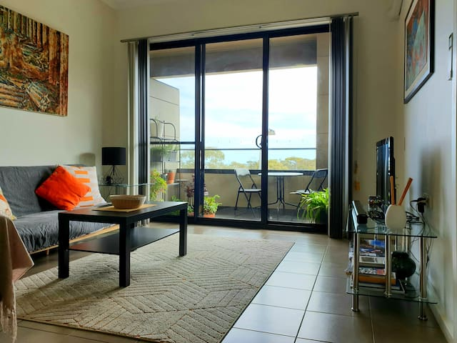 SUNSETS SEA & WINE - Entire Stylish 2 BR Apartment