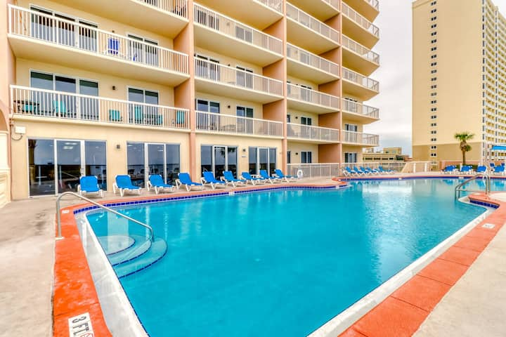 Beach-chic, waterfront condo w/ stunning Gulf views, shared pools, & gym