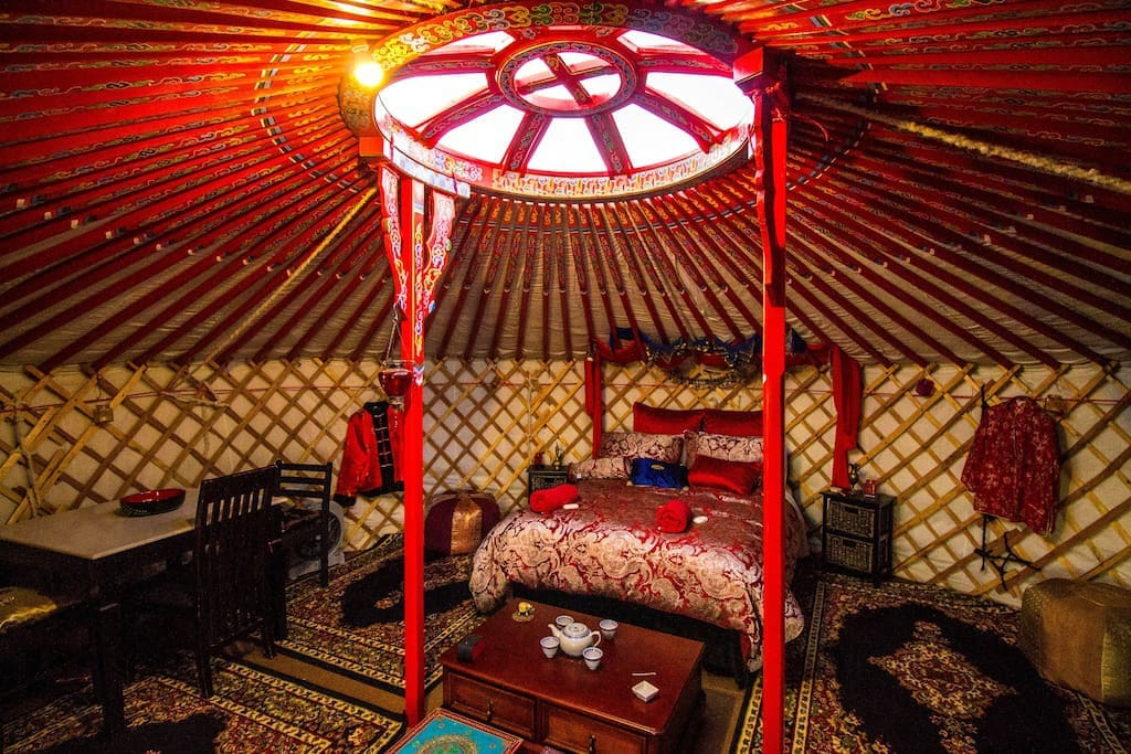 This is the interior of the yurt alpine retreat II which is a very similar bed to the other yurt
