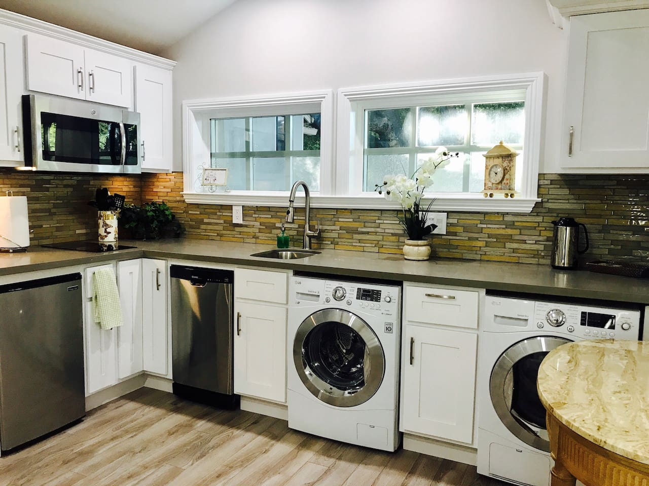 Fully equipped kitchen, with coffee/tea availability and bottle waters -complimentary. New state of the art energy efficiency washer, dryer, two stove top burner.  All new appliances!   **(Wash/dryer usage surcharge- $35 for up to a week stay. For i.e. 2weeks stay=$70.) Please let us know ahead of time for this service. Wash detergent is not included. We asked you do the washing for the days you are here. Please have the courtesy and not wash week's travel from elsewhere. It's not a laundry mat and if you do, let us know-you can pay for those extra loads. The washer/dryer is an extra amenity we add to this executive studio). Many  thanks and for your understanding !