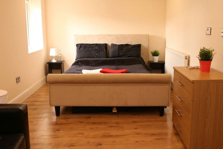 En-Suite Double room just a close walk to the City