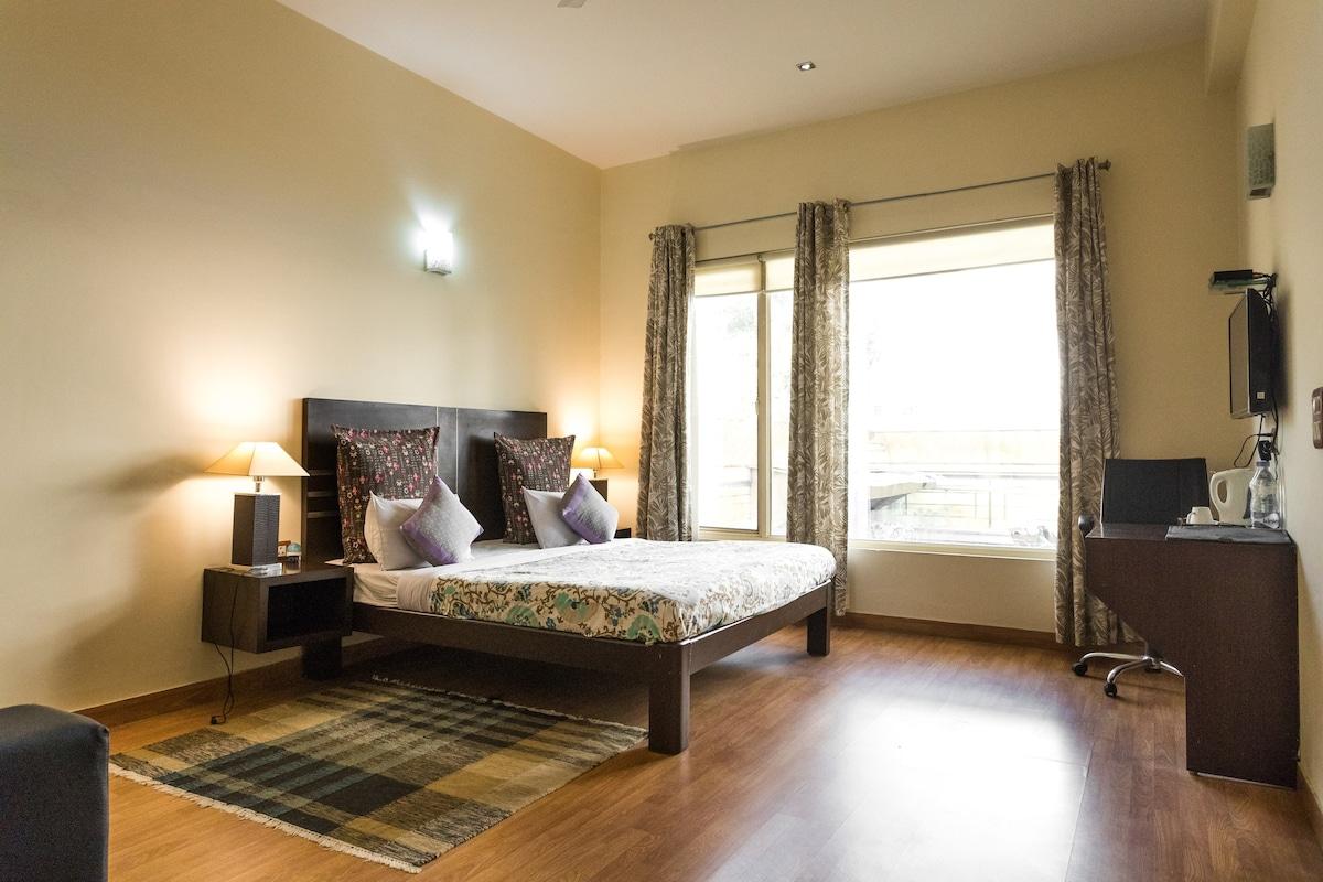 Bedroom Bedroom & Large Room + Living (500 sq ft) Golf Course Road - Serviced ...