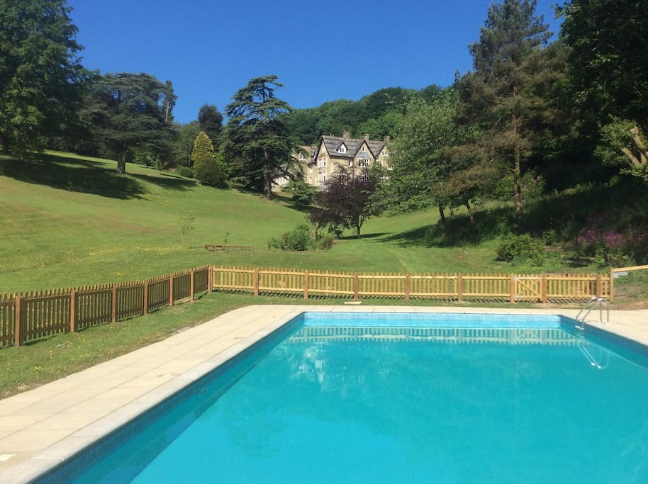 Outdoor Heated Swimming Pool (end May - early Sept)