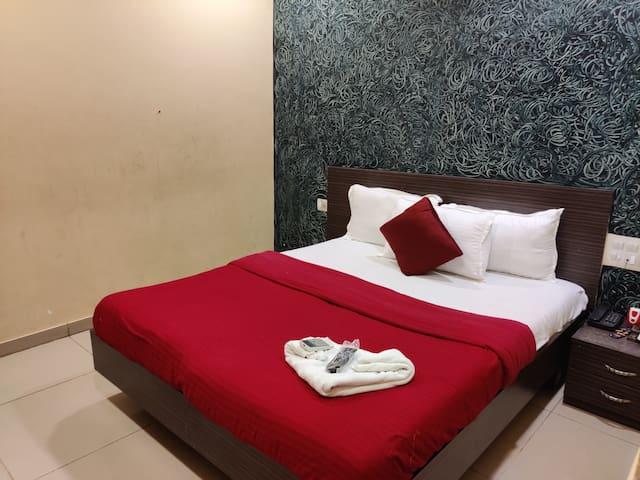 Hotel Golden Sagar - Deluxe Room