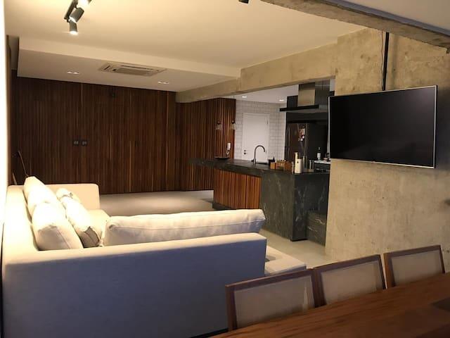 Apartamento moderno Ponta da Praia c/churrasqueira