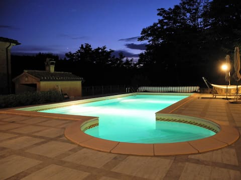 Beautyful place for 2 to 4 persons, pool incl.
