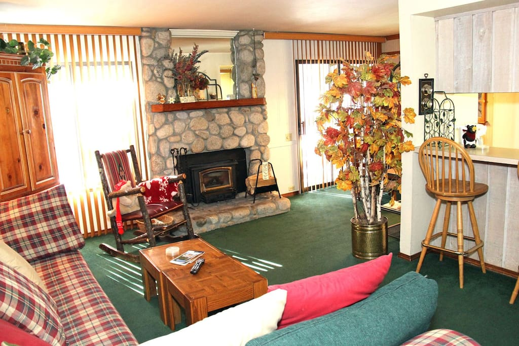 Mammoth Lakes Vacation Rental Sunshine Village - 113 - Open Area Living Room Towards Kitchen and Dining Room