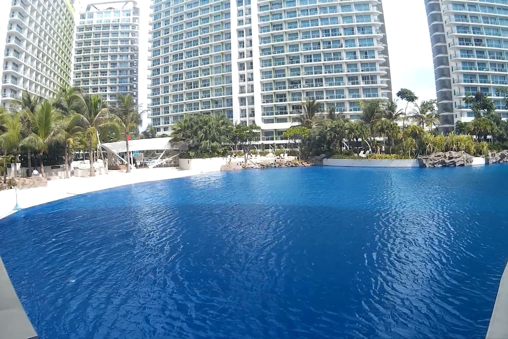 Have a dip in this huge pool! And if being huge is not enough, wait for the waves! The 1st round of waves is at 11 AM. It then goes hourly until 5 PM.