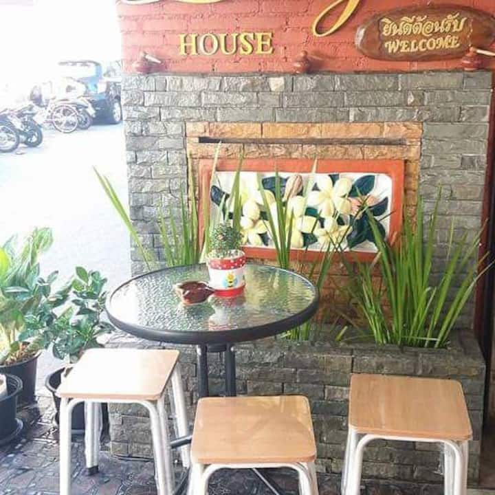 lucky house phrasing chiangmai