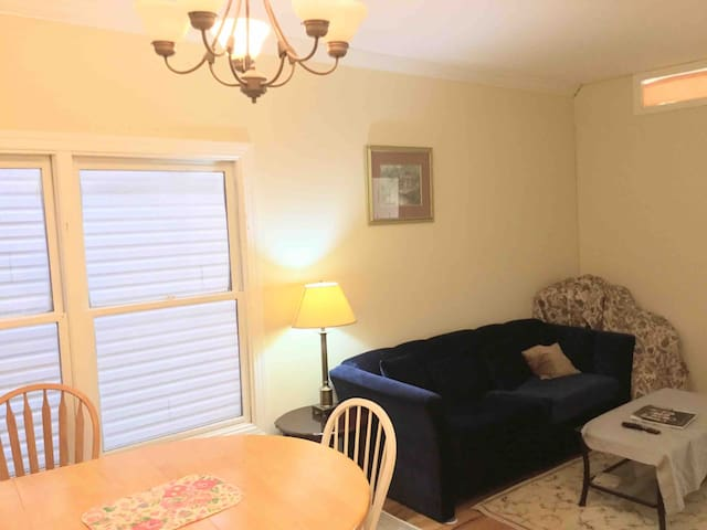 Nice furnished bd convenient to NYC/parking option