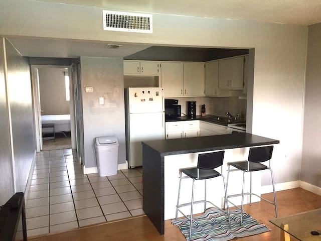 One Bedroom Condo Near Old Tampa Bay - Clearwater - Condominio
