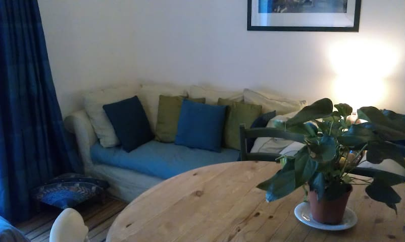 Bed in a Room, Breakfast in Low-Carbon Family Home - Cardiff - Talo