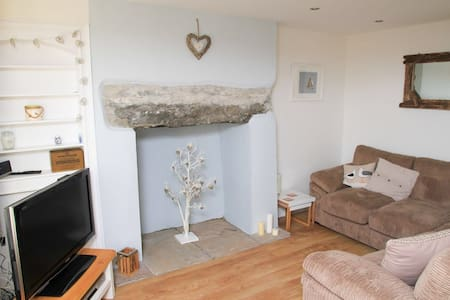 3 bed fisherman's cottage nr beach - Pwllheli - House