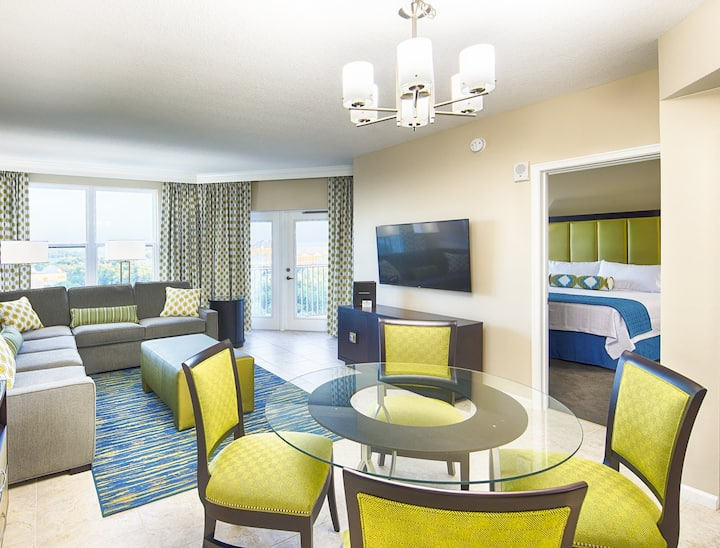 CHIC RESORT SUITE - SHUTTLE TO DISNEY HOT TUB POOL