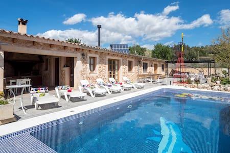 Charming finca & pool near Santa Maria