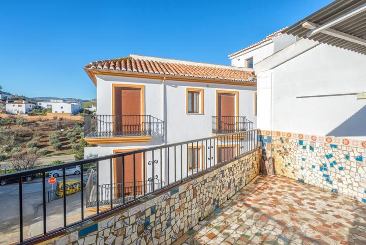 """Casa de vacaciones con encanto """"Camino del Rey House"""" con Wi-Fi y terraza"""