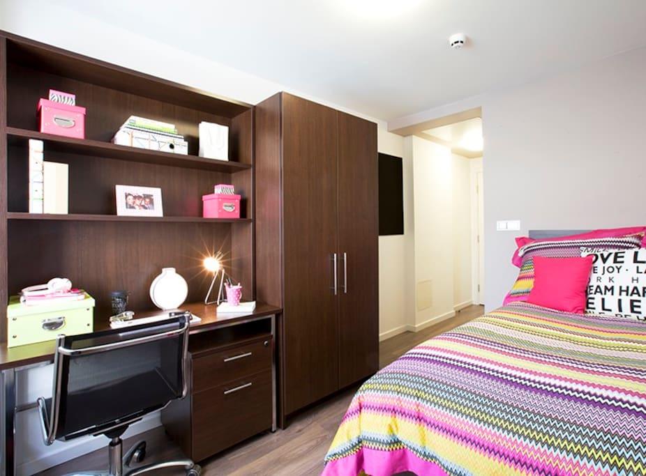 4ft double single bed,study desk,wardrobe