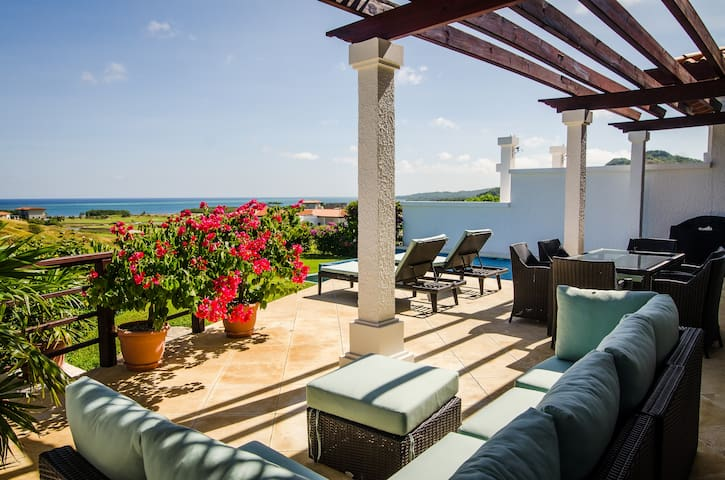 2 bed 2 Bath for 6, Luxury Villa At Pristine Bay.