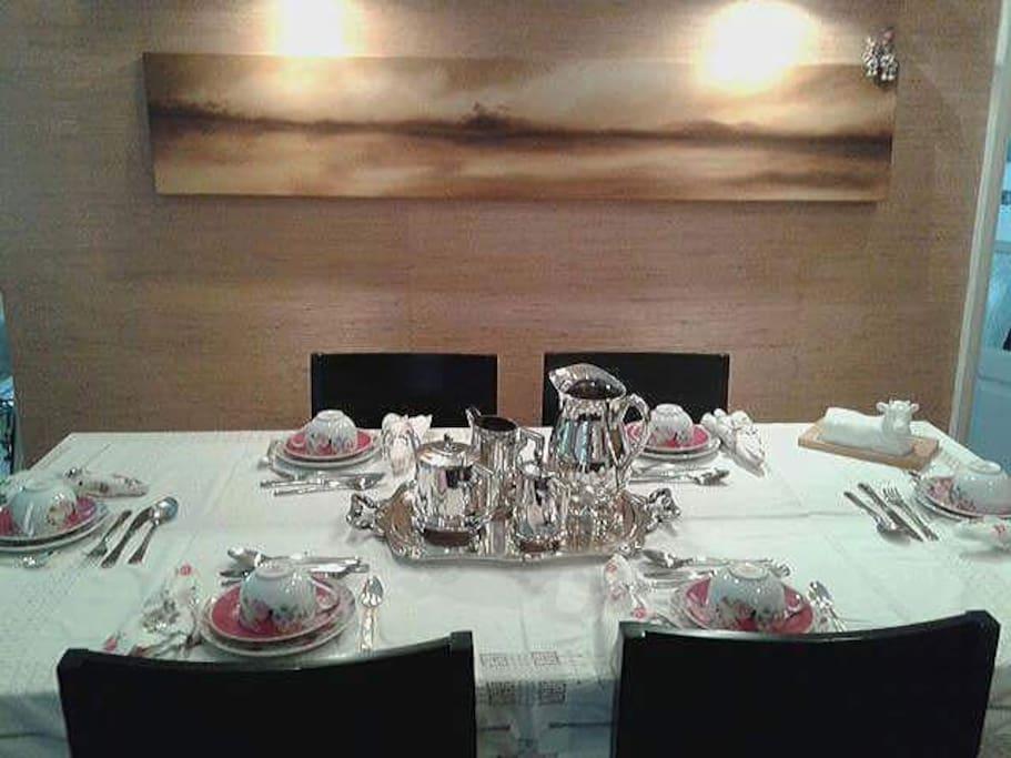 Sala de Jantar- mesa de 6 lugares.
