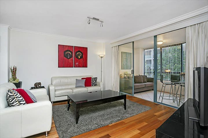 Stunning 2BR Near Darling Harbour, Parking MIR03 - Pyrmont - Apartemen