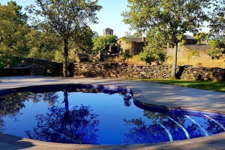 Casita con piscina en los Pueblos Negros.