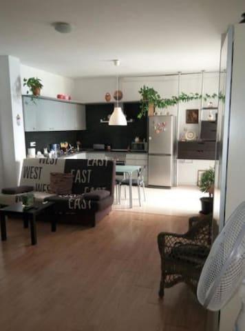 Preciosa habitación con aire acondicionado