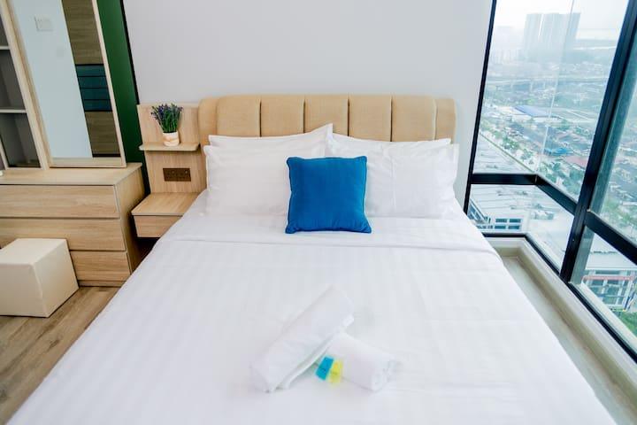 **Modern & Spacious Design**Mid Valley@ Cozy Suite