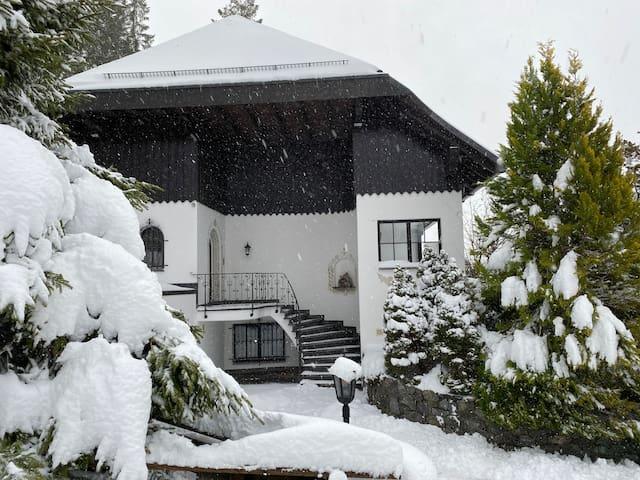 Villa im Schwarzwald in Toplage mit Indoor-Pool