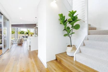 Beautiful New House- With extras. - Caringbah south - Ház