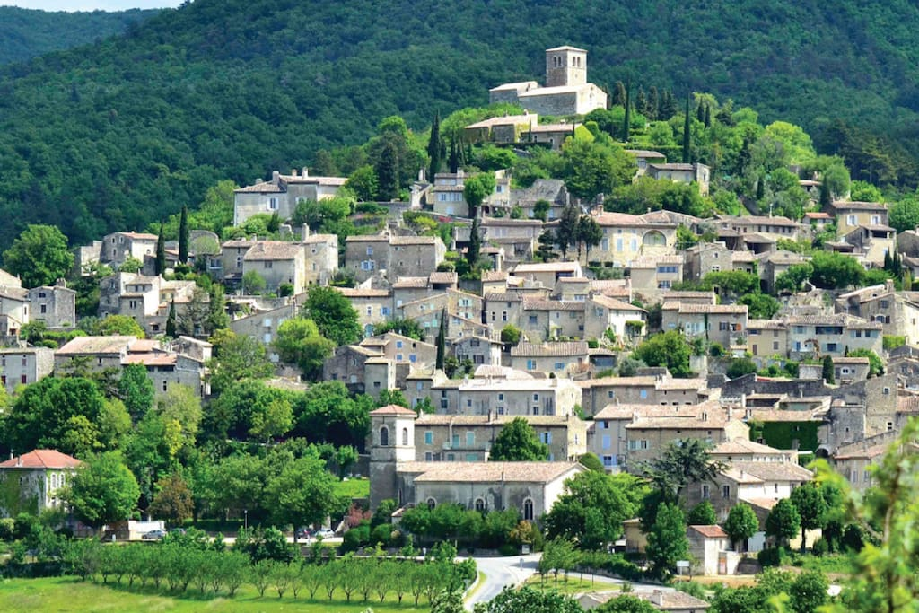 MIRMANDE Village classé parmi les plus beaux de France