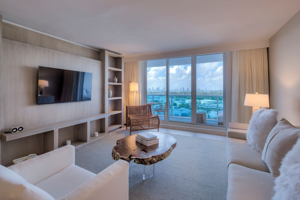 Custom millwork elegantly decorates living room