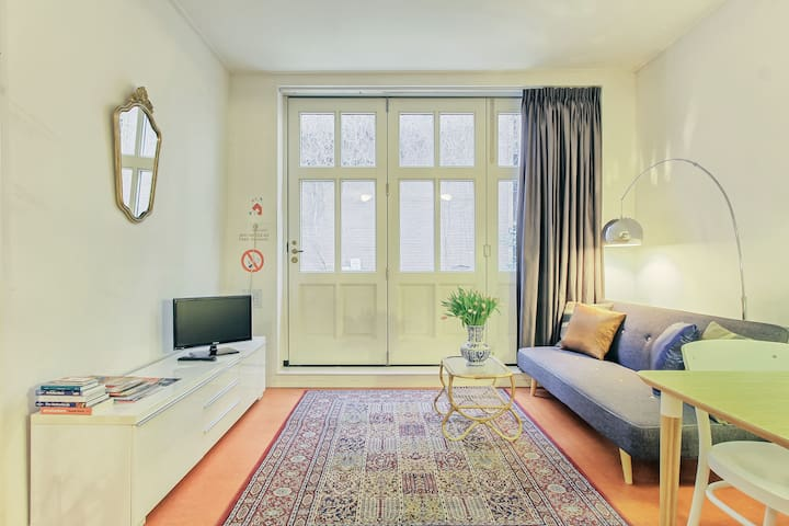 Quiet, Cosy & private studio near Leidseplein & museums