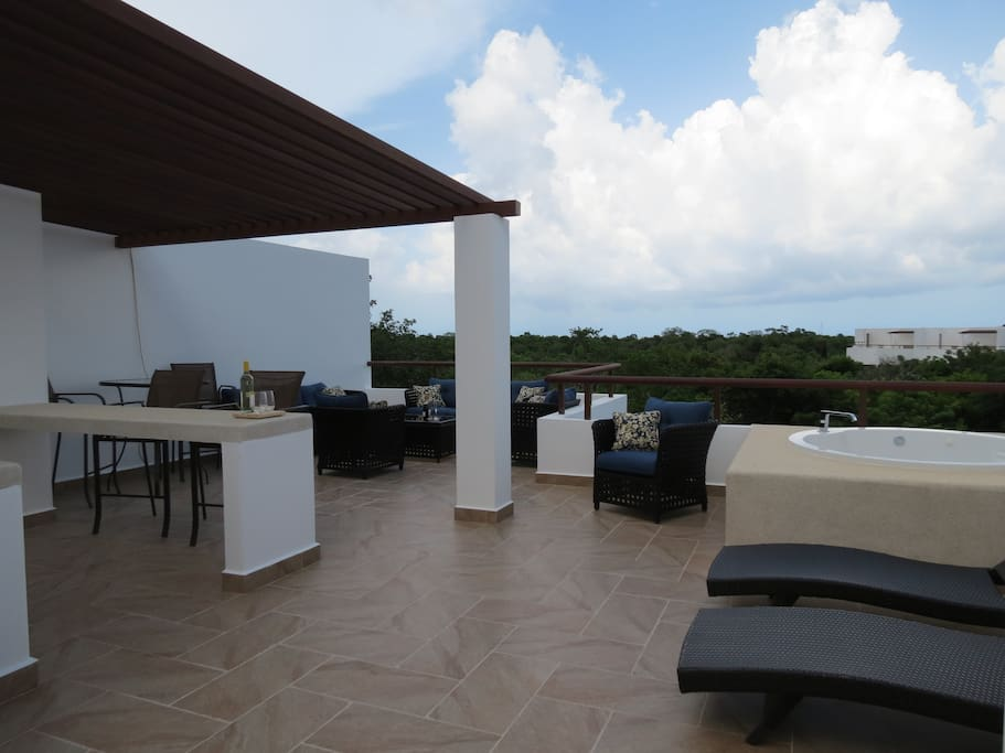 Entertain on Private Rooftop Patio