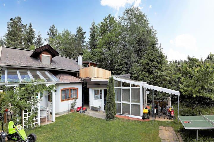 Apartamento con piscina entre lagos Faakersee y Wörthersee, y la estación de esquí de Gerlitzen.