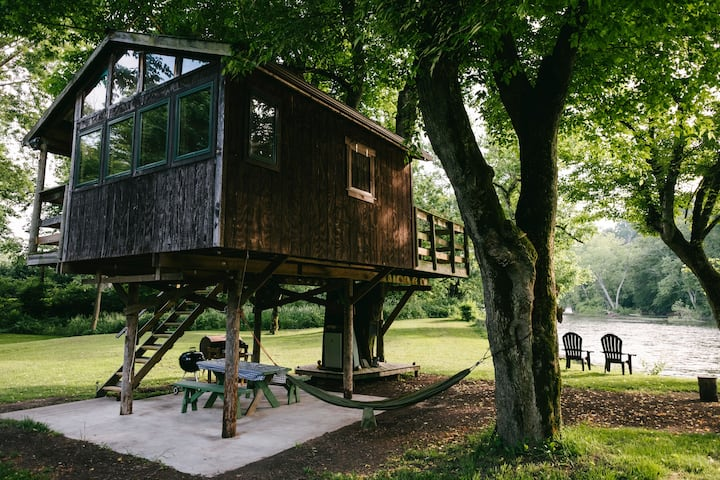 Treehouse at GrinCamp.  Greenbrier River Front
