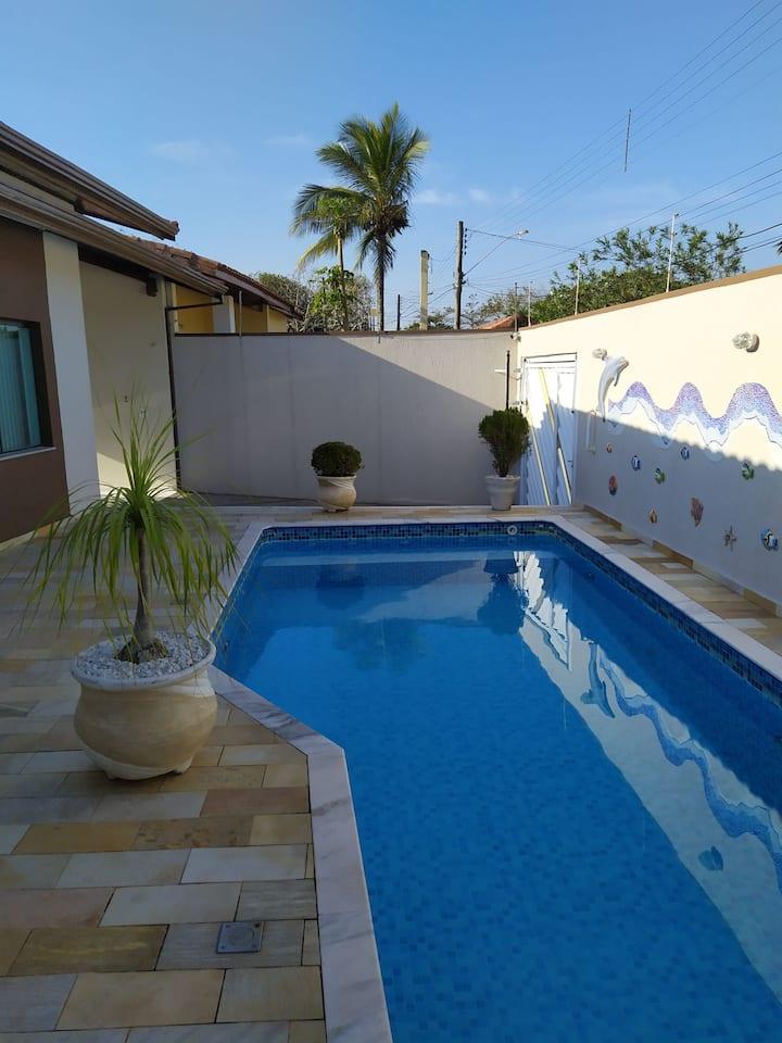 Confortável casa com piscina para 14 pessoas