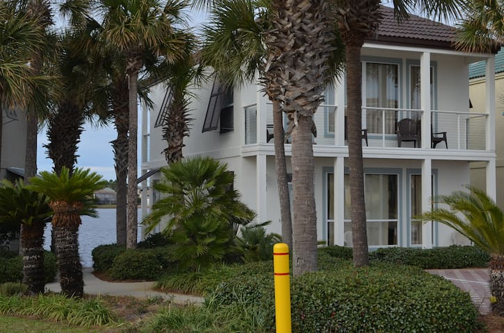 Beach Villa 50 Steps to Beach! Rent as a 2 or 4 BR - Destin - Villa