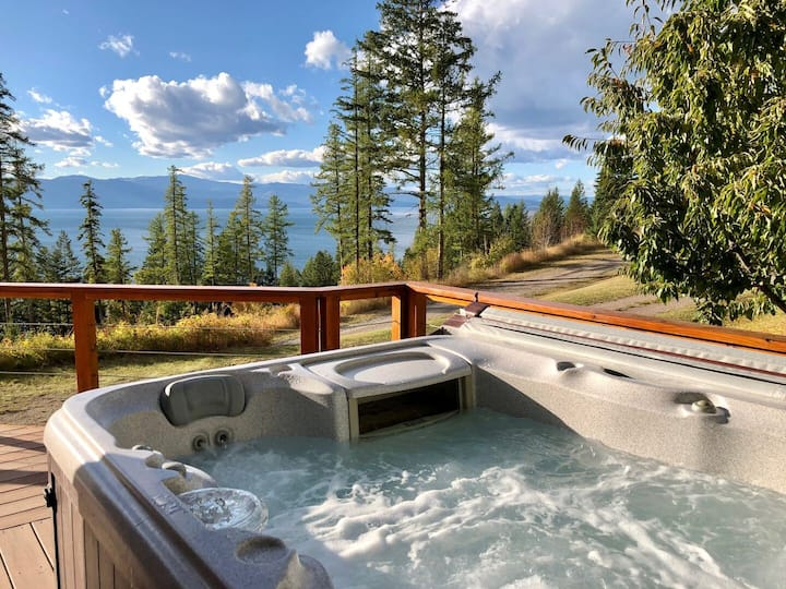 New! Wolf Creek Haven, Lake View Home in Bigfork