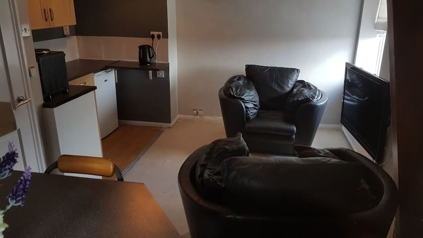 compact 1 Bed flat near mcr in beautiful worsley