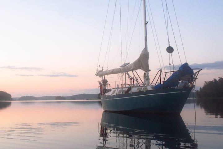 Sailing boat: Sleep & Sailing