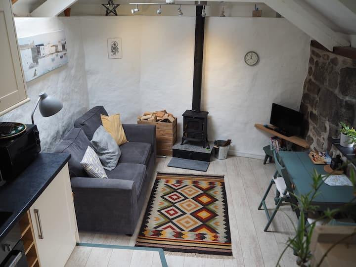 St.Ives: Charming Cottage with parking&wood burner