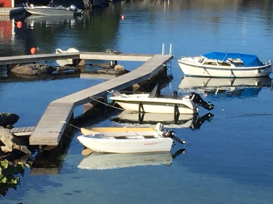 Felles brygge, to båtplasser tilhører hytta