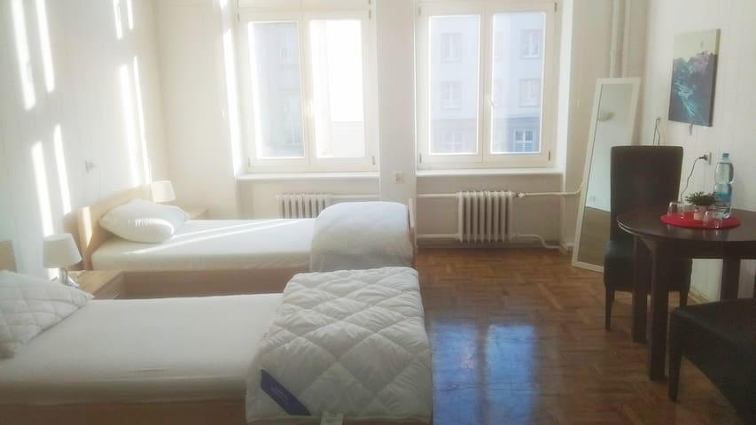 Centrum, No Fees, Clean, Private Room-2, Kartell