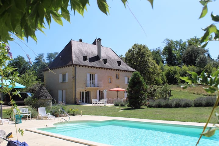 Ideal for Dordogne, stylish central Sarlat house