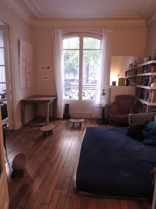 Very nice bedroom tr s belle chambre salon - Salon de the vincennes ...